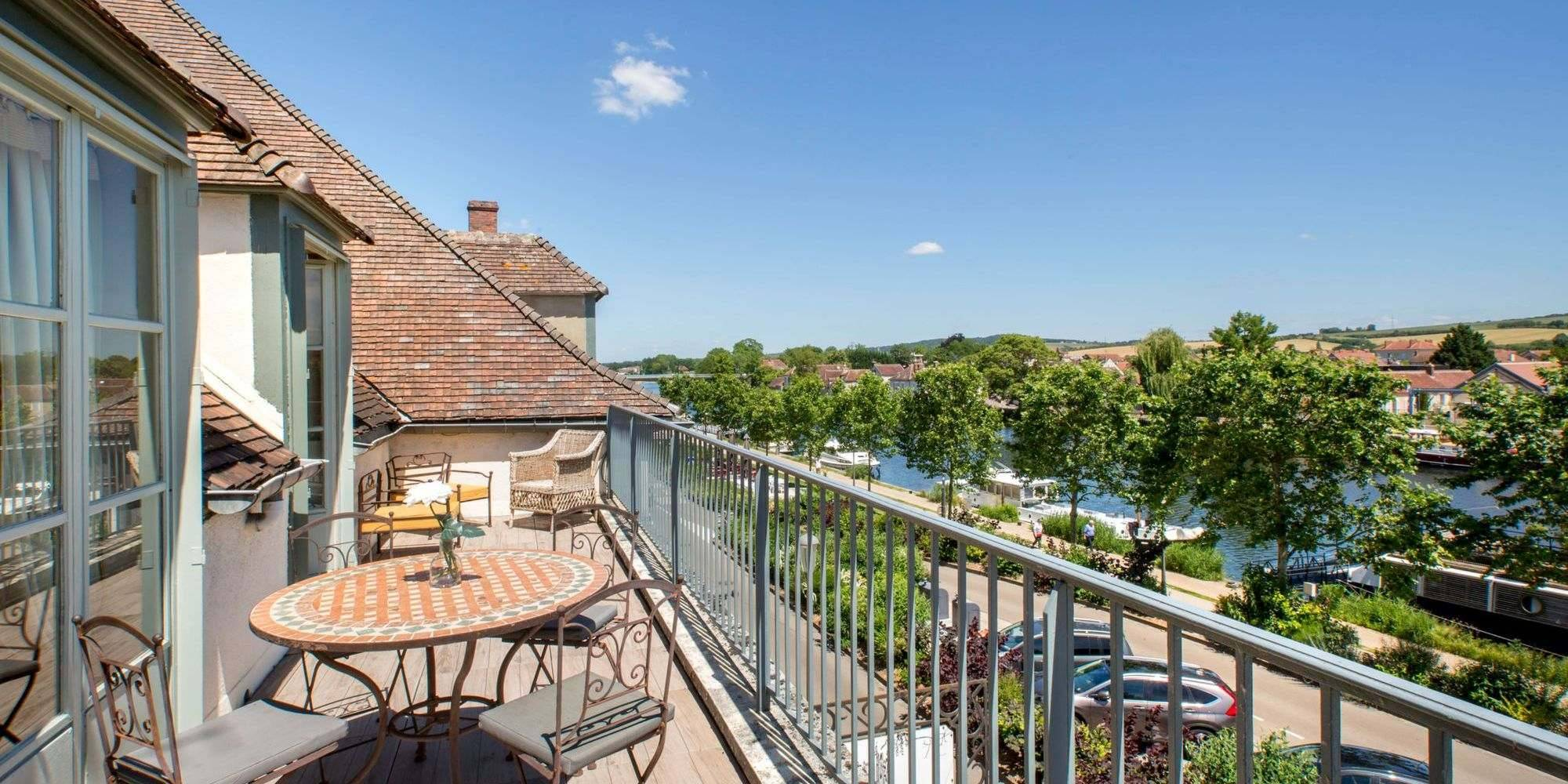 Terrasse panoramique avec vue sur l'Yonne