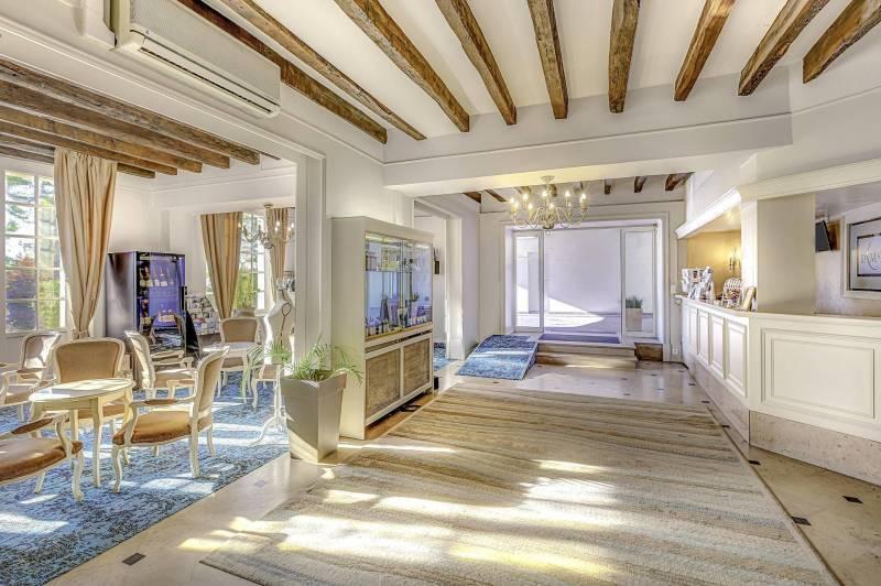 Réception de l'hôtel Le Maxime à Auxerre